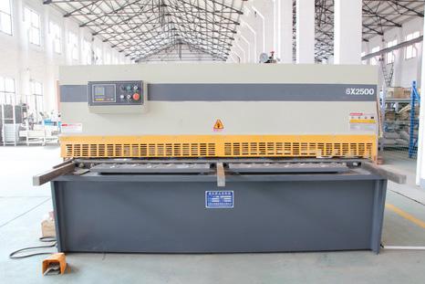 CNCシャーリングマシン
