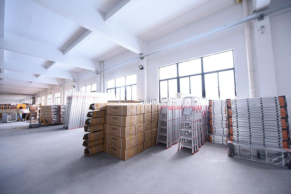 家庭用はしご完成品倉庫